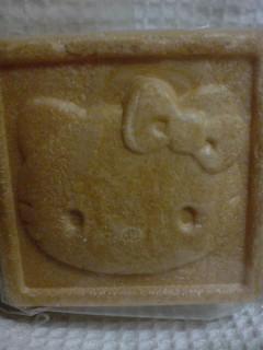 キティ嬢、多摩地区の老舗和菓子屋で最中になる